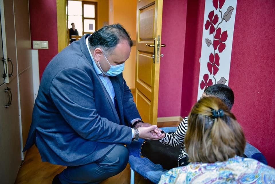 ქუთაისის მერმა იოსებ ხახალეიშვილმა და მერის მოადგილემ ირაკლი ქარქაშაძემ ქალაქში არსებულ დღის ცენტრებს ბავშვთა დაცვის საერთაშორისო დღე მიულოცეს