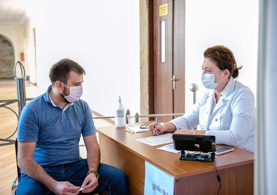 ქუთაისში, აკაკი წერეთლის სახელმწიფო უნივერსიტეტში გახსნილ მასობრივი იმუნიზაციის ცენტრში მოქალაქეების იმუნიზაციის პროცესი შეუფერხებლად მიმდინარეობს